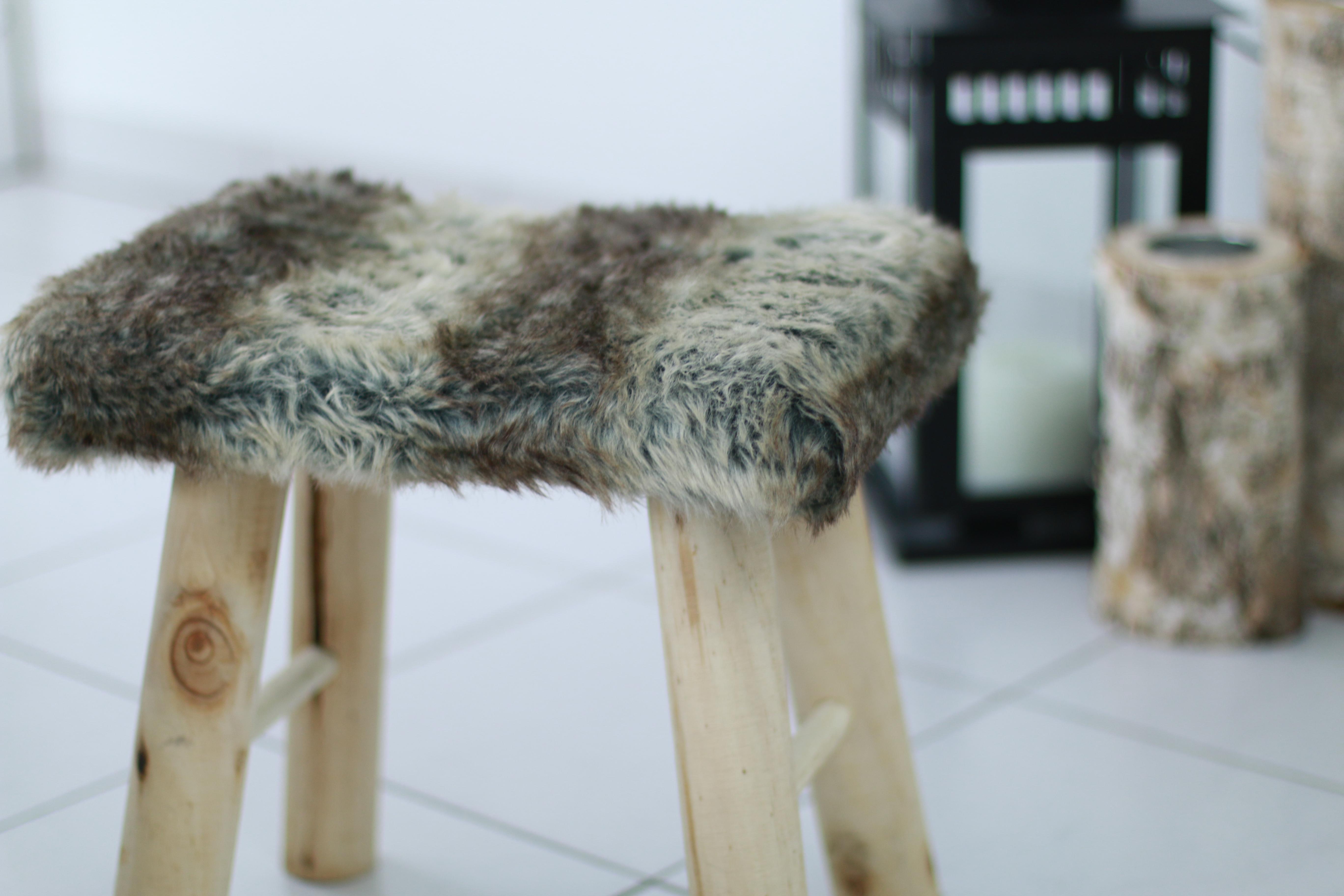 customisation d 39 un tabouret au style scandinave twos. Black Bedroom Furniture Sets. Home Design Ideas